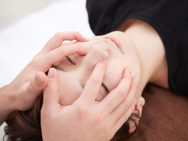 頭蓋骨の矯正や筋肉のバランスを整える施術で代謝の向上を促します